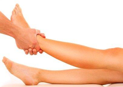 bulto en la pierna cerca del tobillo
